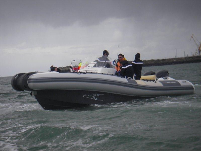 vols de bateau pneumatique et semi