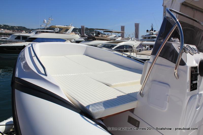 Salon nautique cannes 2011 semi rigides et bateaux tender for Salon nautique cannes